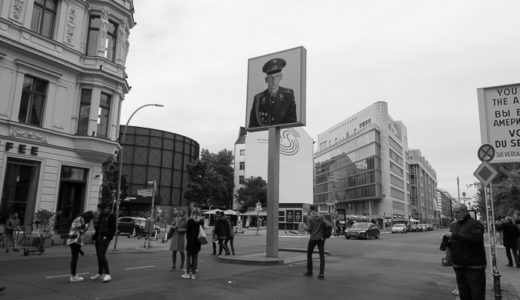 Checkpoint Charlie(チェックポイント ・チャーリー)を訪れる