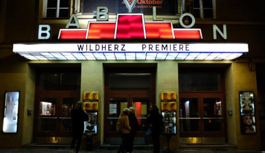 ベルリンにある老舗映画館「バビロン」で不朽の名作『Koyaanisqatsi(コヤニスカッツィ/平衡を失った世界)』を鑑賞する