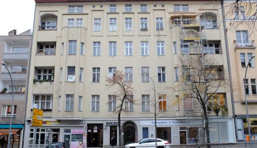 デヴィッド・ボウイがベルリンにいた頃に住んでいたアパートメントを訪れる【シェーネベルク地区 / イギー・ポップとの共同生活】